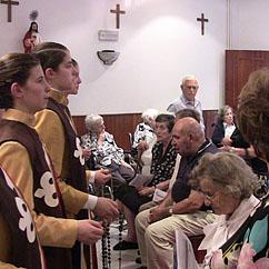 Recitação do terço, com os idosos
