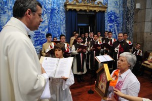 P. António Torres benze um novo Oratório