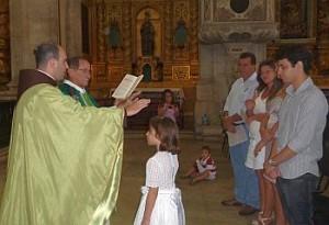 Uma nova filha de Deus em celebração animada pelos Arautos